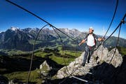 Josef Hess am Klettersteig Zittergrat in Engelberg für die Wanderserie unserer Zeitung. Bild: Philipp Schmidli (Engelberg, 7. August 2016)
