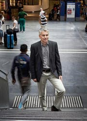 Ueli Stückelberger, Direktor des Verbands öffentlicher Verkehr, posiert im Bahnhof Bern. (Bild: Jakob Ineichen (7. Juli 2017))