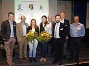 Talkgäste am Sportforum: Paddy Kälin, Beat Hensler, Nina Christen, Dominique Gisin, Hansruedi Müller, Philipp Hartmann und Roger Schnegg (von links). Bild: Kurt Liembd (Emmetten, 1. Oktober 2016)