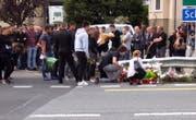 Über 100 Freunde erwiesen vor Ort die letzte Ehre. (Bild: Geri Holdener)