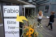 Wegweiser vor dem Kantonsspital Niwalden. (Bild: keystone/Urs Flüeler)