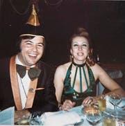 Georges Burch mit Gattin Nettly am internen Ball der MaBaSa 1973. (Bild: Archvil Lälli-Zunft)