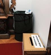Keine Geheimnisse in Obwalden: Vor dem Kantonsratssaal kann man geheime Akten abholen. (Bild: Ohrengrübel)