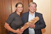 Parteipräsidentin Monika Rüegger freut sich, dass Daniel Wyler als SVP-Kandidat für die Obwaldner Regierungsratswahlen antritt. (Bild: Romano Cuonz (Alpnach, 1. Dezember 2017))