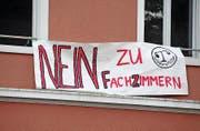 Ein Schülerplakat mit klarer Ansage. Bild: Matthias Piazza