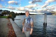 Elisabeth Zumstein an ihrem Lieblingssee: Sie war jahrelang auch im Vorstand des Landschaftsschutzverbandes Vierwaldstättersee. (Bild Corinne Glanzmann)