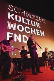 Der «Dani Häusler Komplott» spielte vor zwei Jahren an der Eröffnung des Kulturwochenendes in Einsiedeln. (Archivbild)