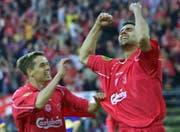 2001: Markus Babbel (rechts) feiert seinen Treffer im Uefa-Cup-Final gegen Alaves mit Michael Owen. (Bild: EPA)