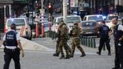 Polizisten und Soldaten patrouillieren am 20.06.2017 vor dem Bahnhof Central in Brüssel (Belgien). Nach einer Explosion ist der Brüsseler Bahnhof Central geräumt worden. Foto: Thierry Roge/BELGA/dpa auf spiegel.de +++(c) dpa - Bildfunk+++ (Bild: Thierry Roge (BELGA))