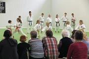 Karateschüler präsentieren am Tag der offenen Tür ihren Sport. (Bild: Paul Gwerder (Altdorf, 16. September 2017))
