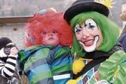 Bitte lächeln: kleine und grosse Clowns unterwegs. (Bild: Richard Greuter (Wolfenschiessen, 8. Februar 2018))