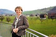 Regierungsratskandidatin Karin Kayser auf ihrem Balkon in Oberdorf. (Bild Corinne Glanzmann)