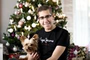 Fabio Paco (17) wurde Ende Sommer aus dem Spital entlassen und genoss die Weihnachtstage zu Hause. (Bild: Corinne Glanzmann / Neue LZ)