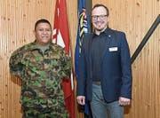 Referent Jonathan Morillo (links) mit Herbert Würsch, Präsident Pro Wirtschaft Nidwalden/Engelberg. (Bild: Robert Hess (Oberdorf, 14. März 2017))