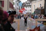 Das Original von «Bauer ledig sucht»: der fahnenschwingende alpnacher Fabian Schleiss. (Bild: Christoph Riebli (Neue Obwaldner Zeitung))