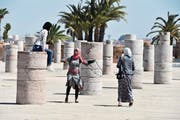 Grabstätte in Rabat: Besucherinnen und Besucher können durch einen Wald von Säulenstümpfen schlendern, die wie abgebrochene Figuren auf einem überdimensionierten Schachbrett stehen. (Bild: PD)