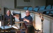 Daniel Mattmann, musikalischer Leiter des Kollegitheaters Sarnen, bei einer Probe. (Bild: Marion Wannemacher (Sarnen, 5. März 2018))