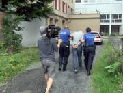 Dreharbeiten im Dorf Goldau. (Bild: Screenshot Tele1)