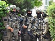Spezialeinheit der Polizei im Einsatz. (Bild: AP / Kersti Johansson)