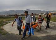 Die Leiche von Ueli Steck wurde... (Bild: Narendra Shrestha / EPA (Kathmandu, 30. April 2017))