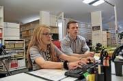 Julia Föhn mit dem Lehrlingsverantwortlichen Christian Flüeler. (Bild Matthias Piazza)