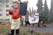 In Ennetmoos lädt der «Gruob»-Koch trotz geschlossenem Restaurant noch immer zu Pizza und Pasta ein. (Bild Kurt Liembd)