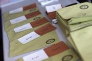 """Die """"Ja-"""" und """"Nein""""-Abstimmungszettel in einem Wahlbüro in Istanbul. (Bild: EPA/SEDAT SUNA)"""