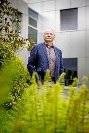 Der abtretende Verwaltungsratspräsident der LZ-Medien, Erwin Bachmann, im Innenhof des LZ-Medienhauses in Luzern. (Bild Philipp Schmidli)