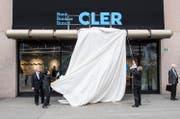 Die Enthüllung des Logos der Bank Cler. (Bild: Ennio Lanza/Keystone (Zürich, 19. Mai 2017))