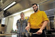 Geschäftsführer Philippe Engi und Koch Bruno Welti kümmern sich seit einem halben Jahr um das Wohl der Gäste im «Lehnhof». (Bild Anian Heierli)