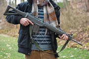 Trotz den neuen EU-Waffenrichtlinien können Armeewaffen weiterhin behalten werden. (Bild: Keystone/Martin Ruetschi (Zürich, 6. Januar 2010),)