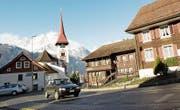 Im kommenden Jahr wird die Baudirektion im Bürgler Dorfkern Tempo-30-Schilder anbringen. (Bild: Florian Arnold (12. Februar 2014))