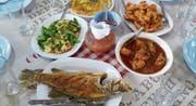 An jeder Ecke werden in Garküchen typische Thai-Köstlichkeiten gekocht und verkauft. (Bild: Elisabeth Reisp)