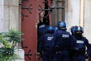 Bei rund 800 Hausdurchsuchungen und Razzien sind über 100 Verdächtige festgenommen worden. (Bild: Keystone)