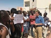 Ihr Ziel ist, so schnell als möglich nach Europa zu gelangen: SVP-Nationalrat Thomas Aeschi unterhielt sich in den vergangenen Tagen mit Migranten, die in einem Lager des Roten Halbmondes in Tunesien untergebracht sind. (Bild: Privatarchiv Thomas Aeschi (Medinine, 26. Juli 2017))