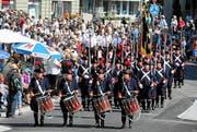 Grosses Zuschauerinteresse am Festumzug durch die Stadt Burgdorf zu Beginn des Eidgenössischen Schwing- und Älplerfestes. (Bild: Swiss Image / Andy Mettler)