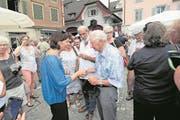 Bundespräsidentin Doris Leuthard schüttelte in Sarnen unzählige Hände. (Bild: Roger Zbinden/OZ, Sarnen, 7. Juli 2017)