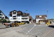 Baustelle: Die Hauptstrasse in Menzingen. (Bild: Stefan Kaiser / Neue ZZ)
