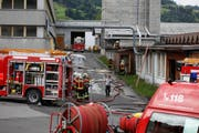 Die Feuerwehrleute hatten den Brand rasch im Griff. (Bild: Geri Holdener, Bote der Urschweiz)