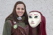 Monika Kayser mit ihrer Hobbit-Figur. (Bild: Edi Ettlin (12. Februar 2018))