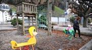 Bei einem Ja zum Kredit soll der Spielplatz bei der Schifflände in neuem «Look» daherkommen. Bild: Urs Hanhart (Flüelen, 16. November 2016)