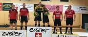 Beda Planzer (Mitte links) und Fabian Hauri (Mitte rechts) sichern sich den Turniersieg vor Möhlin (links) und Mosnang. (Bild: PD (Altdorf, 18. November 2017))