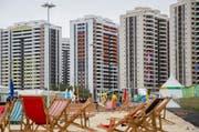Schneider-Ammann reist für die Eröffnung der Olympischen Spiele nach Rio. Im Bild: Das Olympische Dorf, wo die Sportler untergebracht werden. (Bild: EPA/Michael Kappeler)
