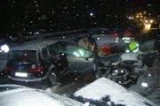 Der «Ausrutscher» eines Autofahrers auf der Axenstrasse führte zu massivem Blechschaden. (Bild: Urner Polizei)