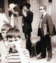 Stets zu Diensten: Freddy Vonwyl als selbst ernannter Bodyguard von Jimi Hendrix 1968 in Zürich. (Bild: PD)
