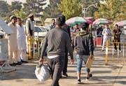 Nicht immer hapert es beim Vollzug: von Deutschland ausgeschaffte Asylsuchende nach ihrer Rückkehr in der afghanischen Hauptstadt Kabul. (Bild: Mohammad Jawad/AFP (13. September 2017))