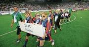 Junioren des FC Flüelen durften 2011 an der Eröffnung der Swisspor-Arena teilnehmen. (Bild: Philipp Schmidli (Luzern, 3. September 2011))