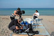 Kameramann und Tonoperateur bei den Dreharbeiten mit Pippo Pollina auf Sizilien. (Bild Felice Zenoni)