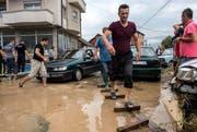Bei Unwettern in Mazedonien, hier die Stadt Skopje, sind mindestens 20 Menschen ums Leben gekommen. (Bild: EPA/GEORGI LICOVSKI)