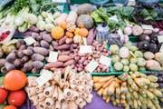 Gemüsestand am Wochenmarkt in Luzern. (Bild: Roger Gruetter (Luzern, 24.01.2017))